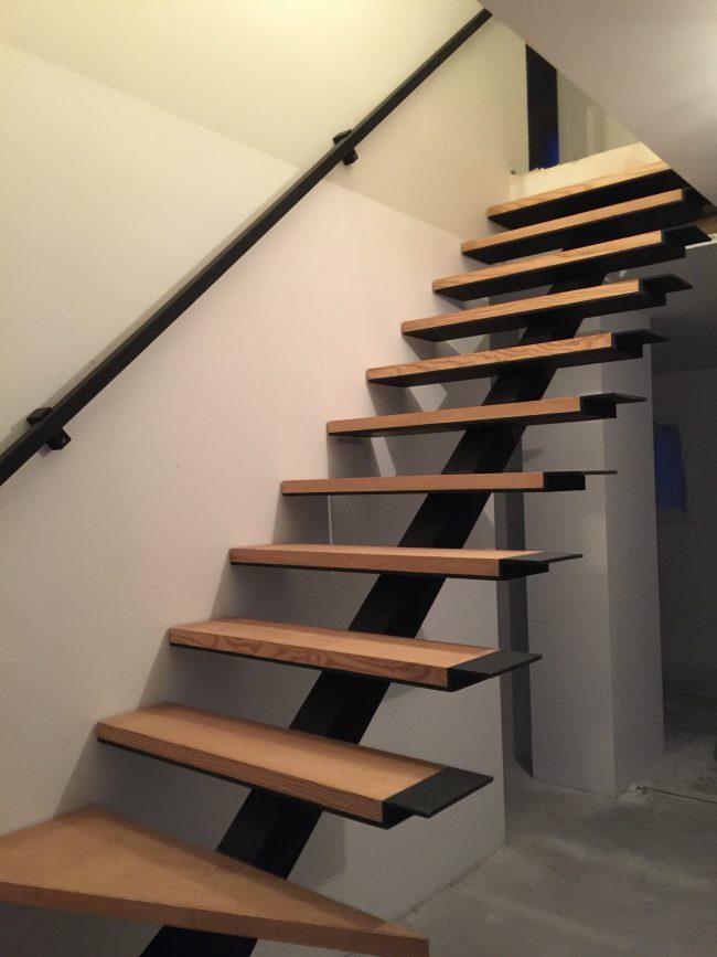 nous r alisons votre escalier h lico dal ou limon central. Black Bedroom Furniture Sets. Home Design Ideas