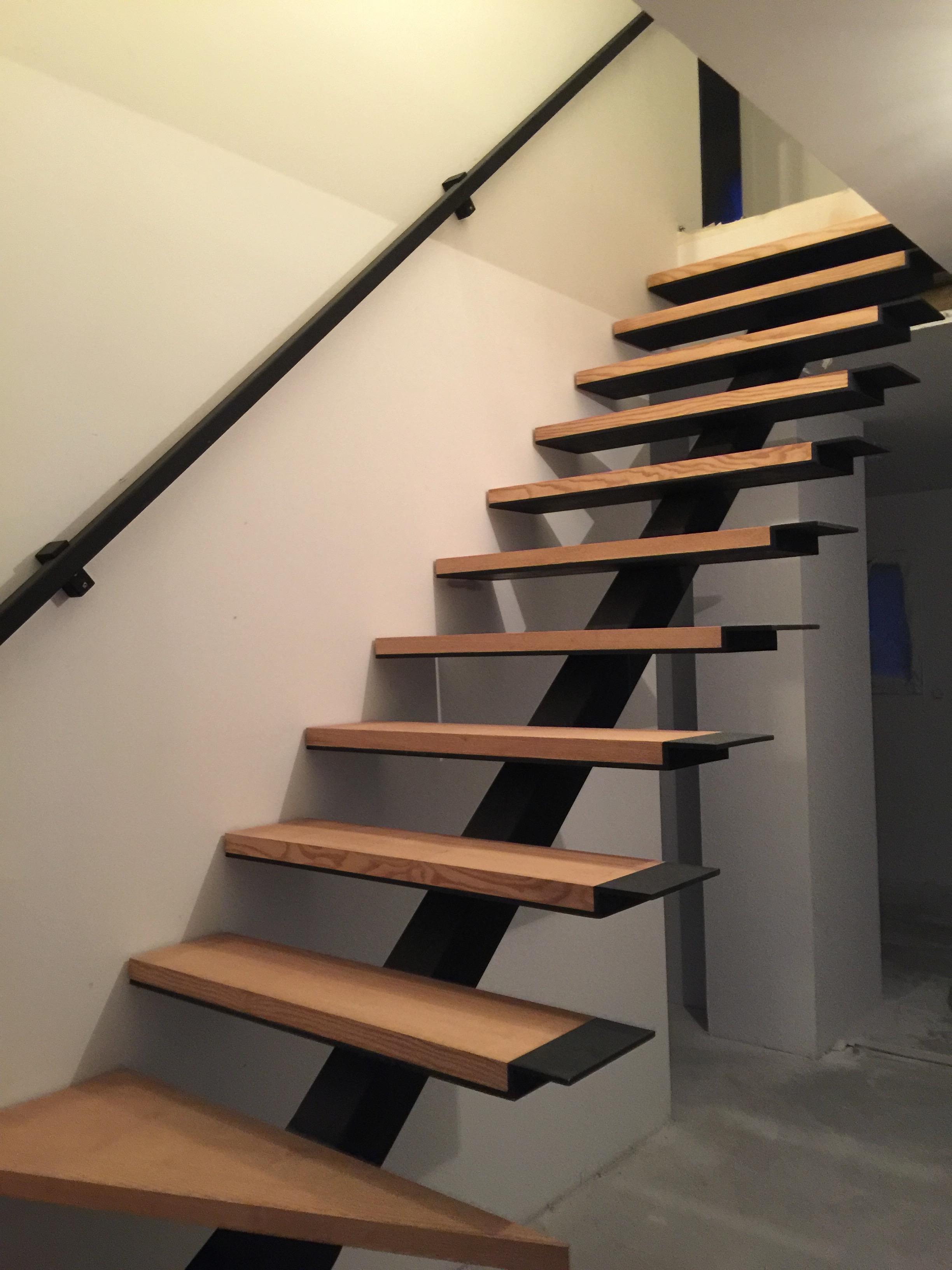 Nous r alisons votre escalier h lico dal ou limon central for Escalier gain de place quart tournant