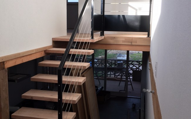 escalier contemporain et design en Alsace, escalier acier-bois