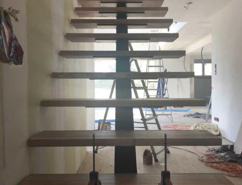 Escalier à Limon Central d'intérieur métal et bois design