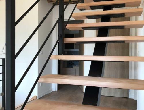 Escalier à limon central d'intérieur en acier et bois design